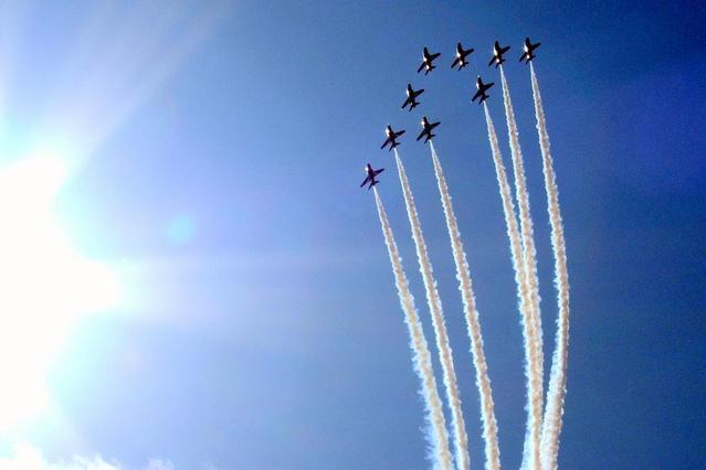 red arrows planes in flight